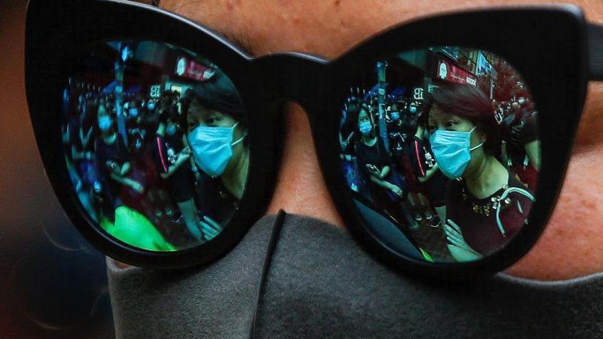 Hong Kong no descarta vetar el acceso a internet para frenar las protestas
