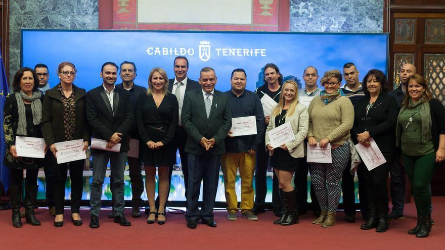 Foto de familia con los emprendedores participantes en esta iniciativa del Cabildo.