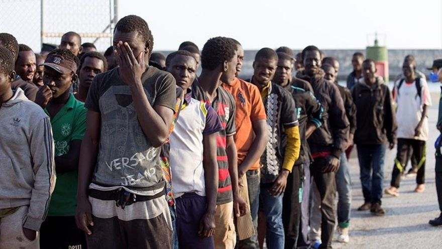 Rescatados 125 inmigrantes de tres pateras en el mar de Alborán