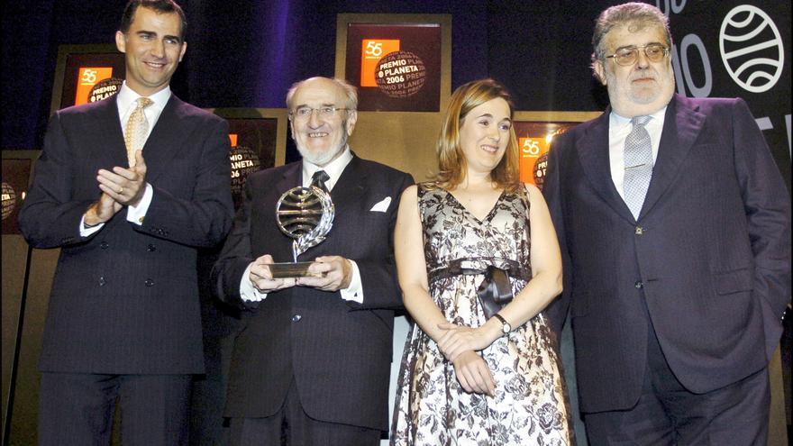 Felipe VI, Álvaro Pombo Marta Rivera de la Cruz y José Manuel Lara durante los Premios Planeta de 2006 donde la actual consejera de Cultura quedó finalista