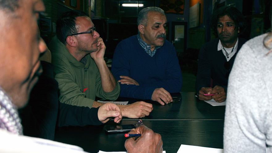 Representantes de diferentes colectivos reunidos en el Foro Alternatiu de la Inmigració