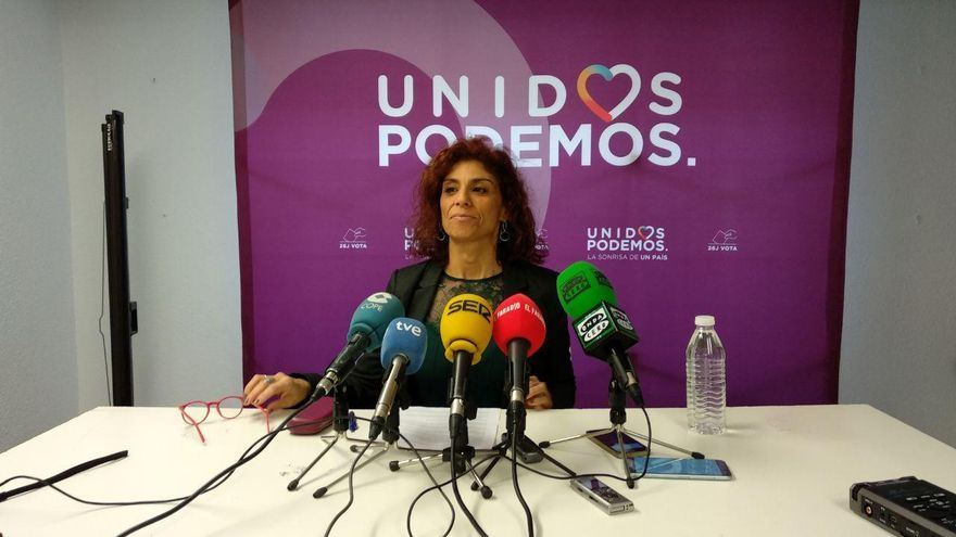 La secretaria general de Podemos Cantabria, Rosana Alonso, en rueda de prensa. | R.A.