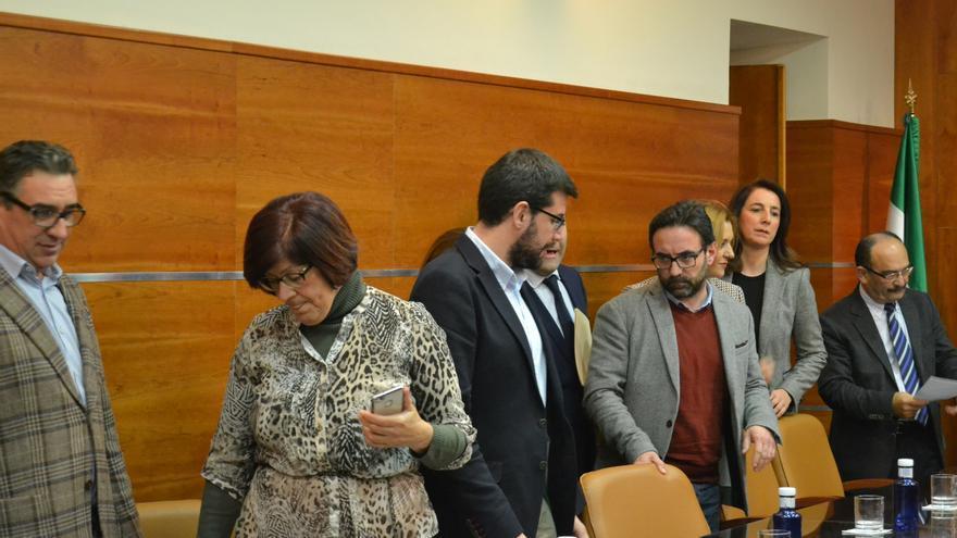 Los concejales de Por Alhaurín abandonan el Pleno de enero de 2017. Ledesma es la segunda por la derecha | N.C.