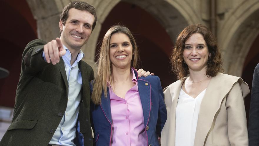 Casado, junto a la candidata a la Comunidad de Madrid, Isabel Díaz Ayuso (derecha).