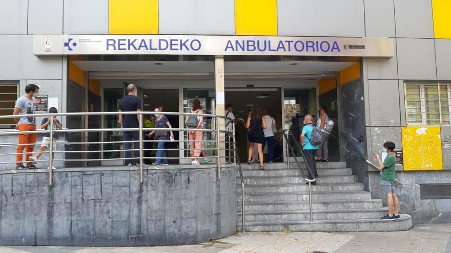 Euskadi registra 598 positivos y la tasa de positividad se sitúa de nuevo por encima del 6%