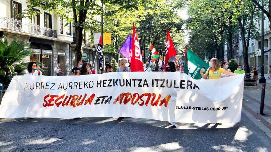 Sindicatos de enseñanza convocan otra manifestación en Euskadi el 2 de octubre ante la falta de respuesta del Gobierno vasco