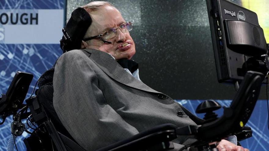 Stephen Hawking defiende que estar en la UE garantiza el avance científico
