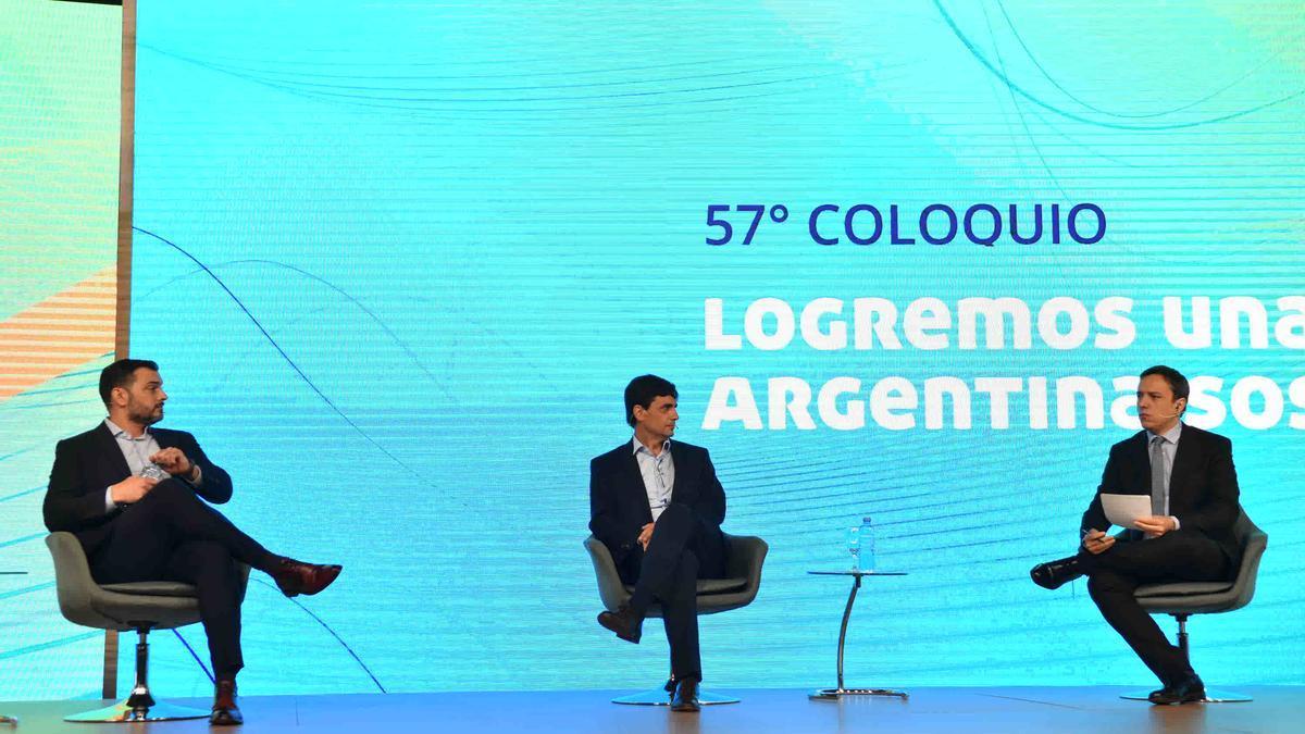 Álvarez Agis y Lacunza, en un panel moderado por José del Río