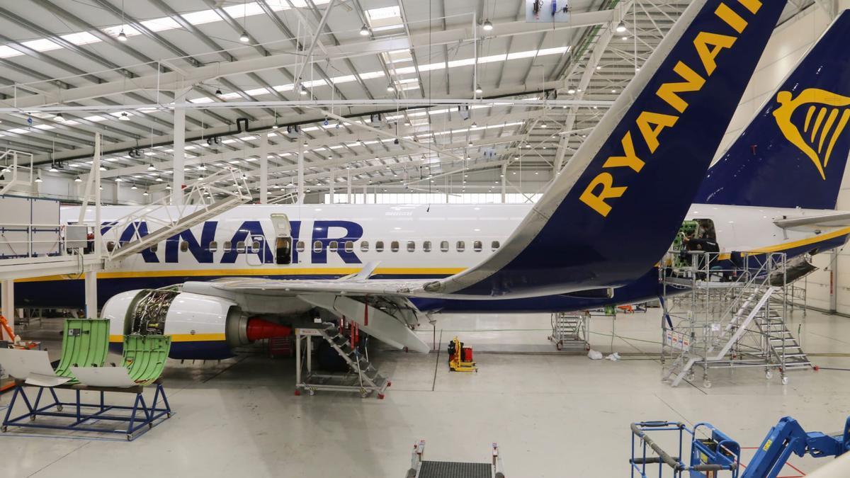 Interior del actual hangar de Ryanair, con capacidad para revisar dos aeronaves a la vez.