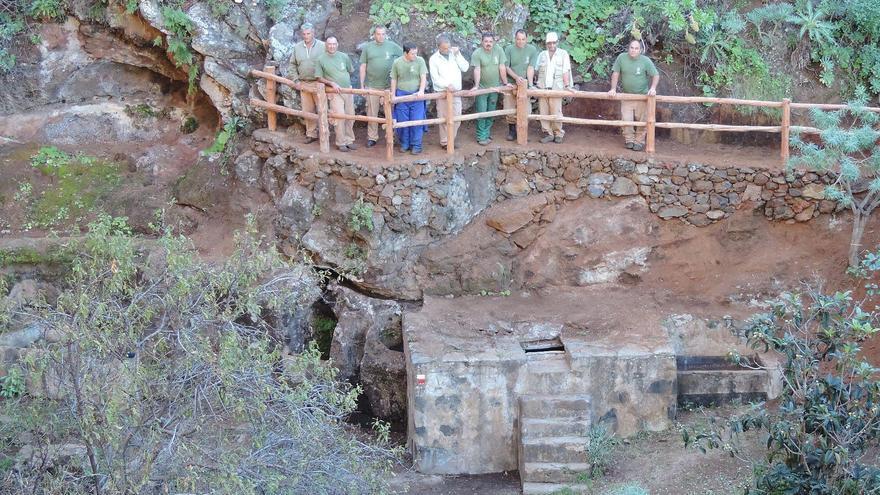 Los trabajos ha sido desarrollados por una de las cuadrillas (en la imagen) de Medio Ambiente del Cabildo de la comarca noroeste.