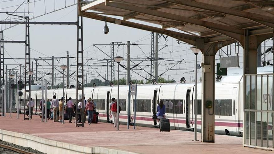 Renfe asegura la circulación de los trenes AVE pese a huelga de servicio a bordo