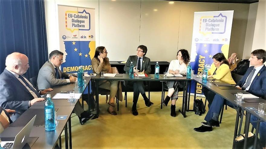 Puigdemont se reúne en Berlín con una plataforma de eurodiputados que piden diálogo