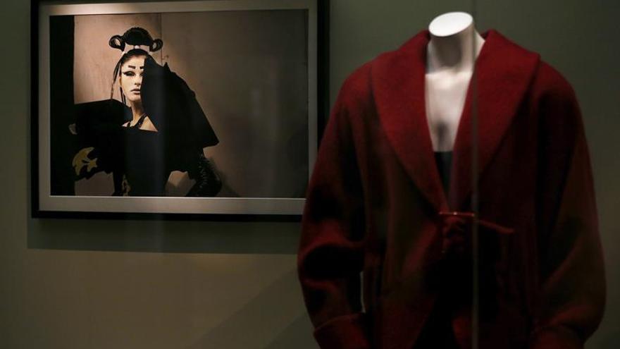 La alta costura, un juego de luces y sombras en la mirada de Joséphine Douet