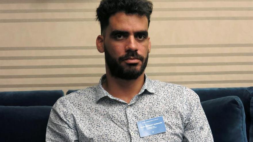"""El grafitero opositor """"El Sexto"""" sigue detenido por una pintada tras la muerte de Fidel"""