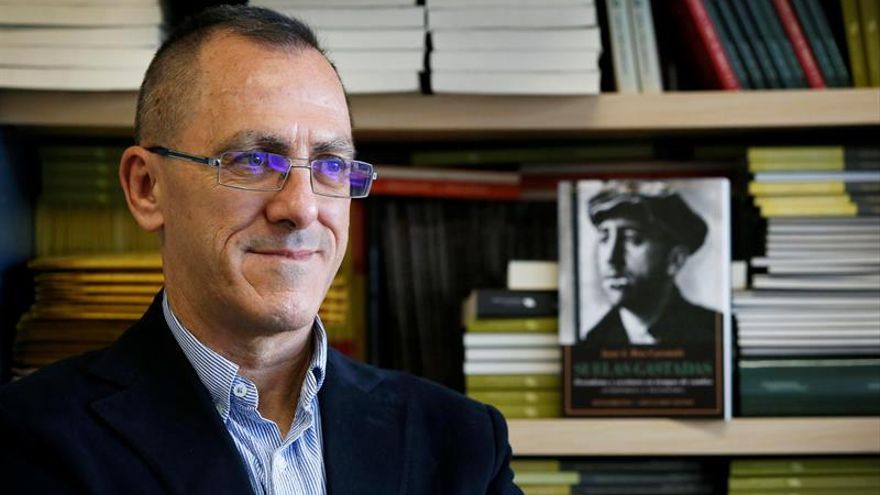 Suelas gastadas o la esencia del periodismo en la República y la Transición