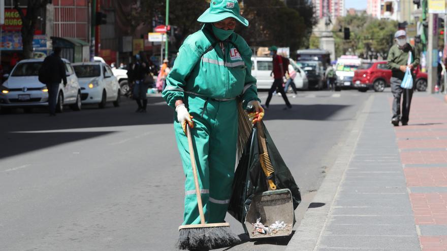 Trabajadores reanudan recolección de basura en La Paz tras cinco días de huelga