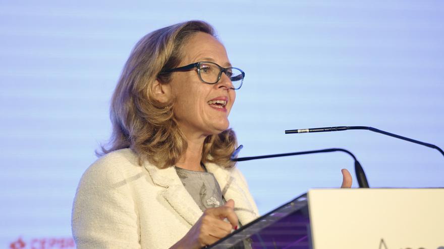 La vicepresidenta tercera de Asuntos Económicos y Transformación Digital, Nadia Calviño, interviene en la inauguración del Encuentro de la Economía Digital y las Telecomunicaciones de Ametic, en Madrid (España)