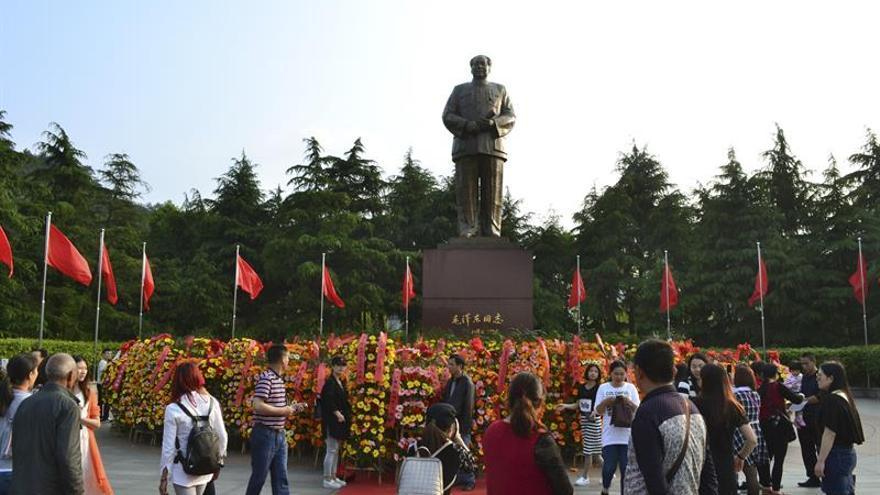 """Medio siglo después, el Libro Rojo de Mao podría tener """"segunda parte"""" con Xi"""