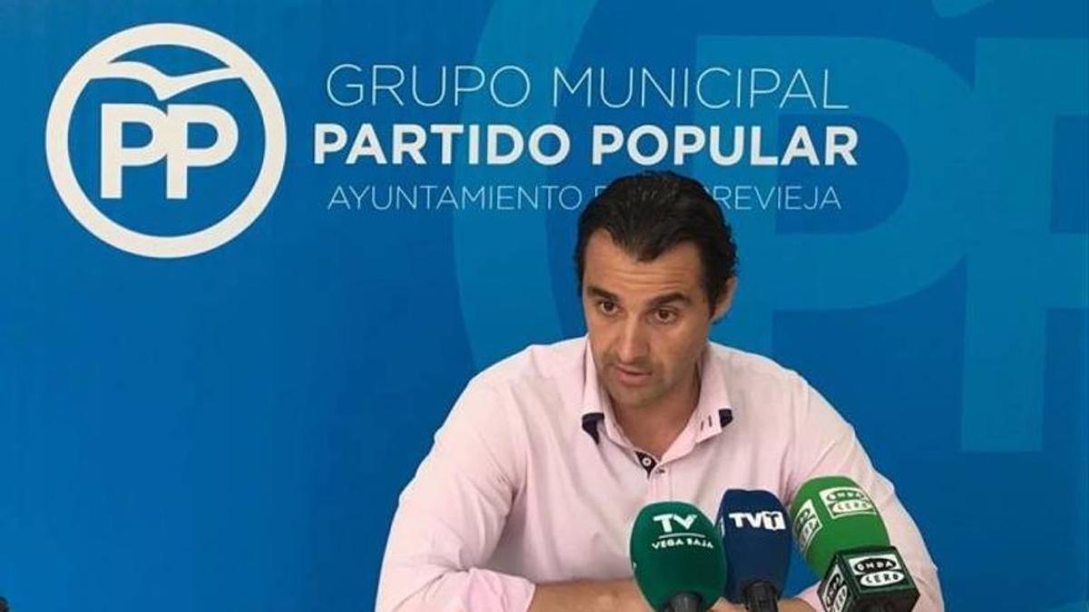 L'alcalde de Torrevella, Eduardo Dolón.
