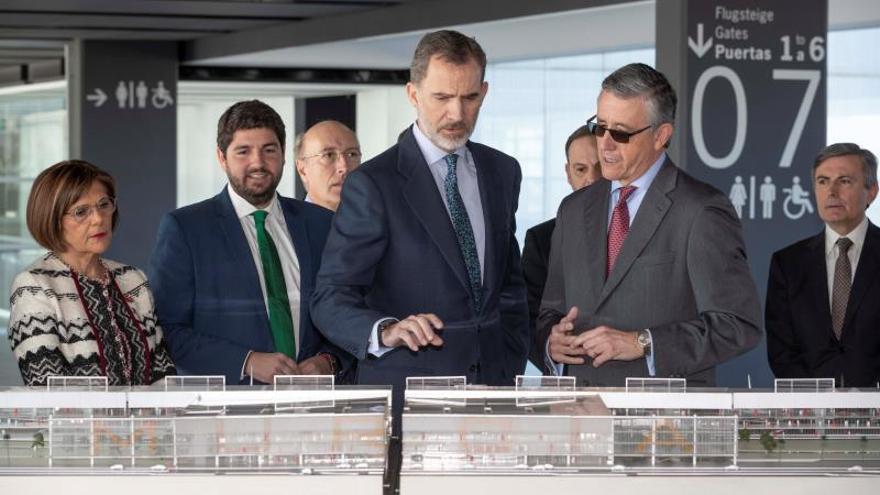 Murcia inaugura su aeropuerto con la esperanza de que impulse la economía