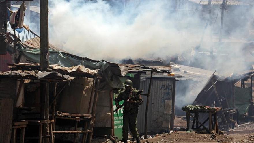 La Policía de Kenia lanza gas lacrimógeno a los manifestantes contra el apagón informativo
