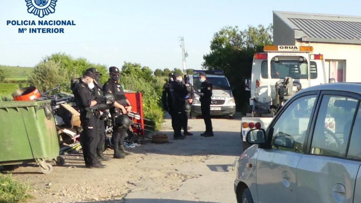 Intervención policial en el poblado de chabolas del Camino de Jara