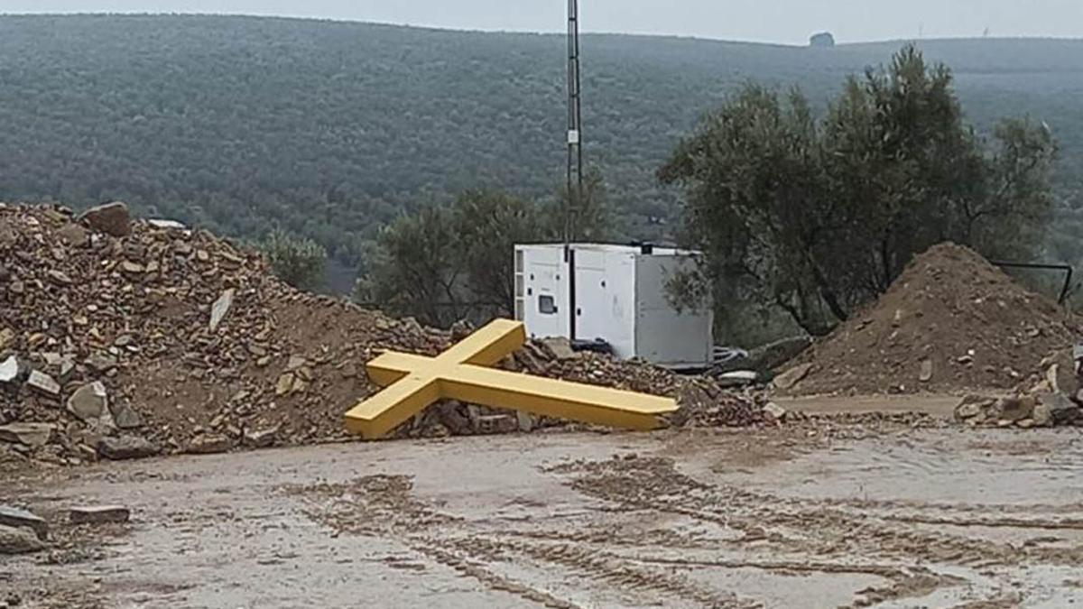 WhatsApp-Image-2021-01-20-at-16.40.05 - Cruz de los caídos en el centro de reciclaje de Moriles.