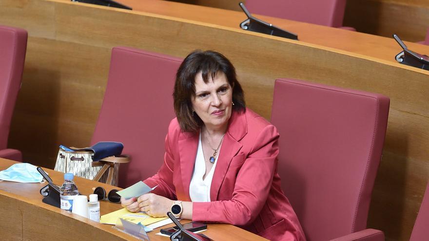 Carmen Martínez, diputada del PSPV, en su escaño.