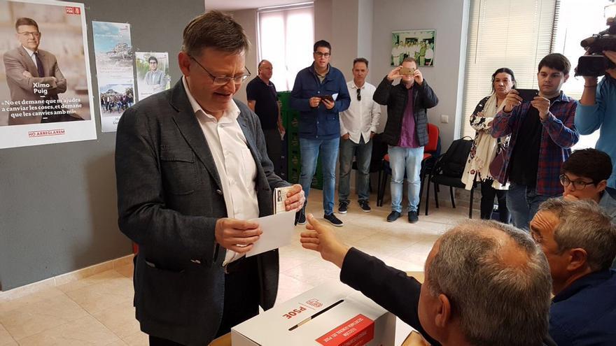 El líder del PSPV y president de la Generalitat, Ximo Puig, ha votado en la agrupación socialista de Morella