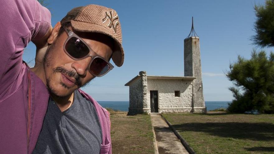 El actor y director Sergio Peris-Mencheta en la Península de La Magdalena. | PABLO HOJAS