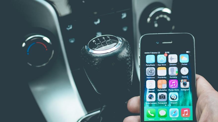 Abrir el coche, arrancarlo, bloquearlo... Todo ello, desde el 'smartphone' (Imagen: Pixabay)