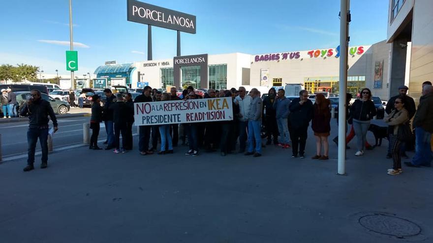 Protesta frente a IKEA en Murcia por el despido del presidente de la delegación sindical