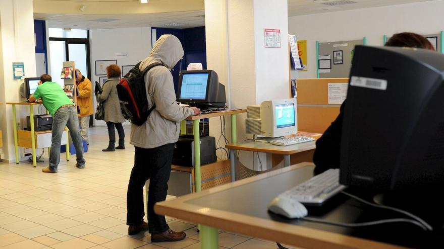 El Gobierno francés escenifica su movilización para atajar la subida del paro