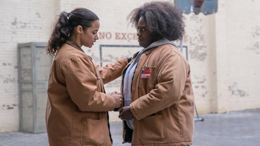 Dayanara (Dascha Polanco) y Taystee (Danielle Brooks.