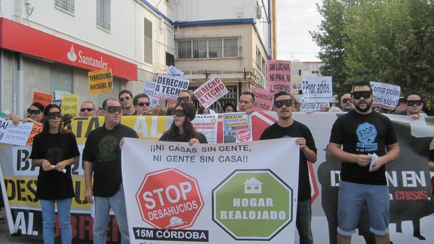 Stop Desahucios ha iniciado una campaña de realojos de familias desahuciadas.