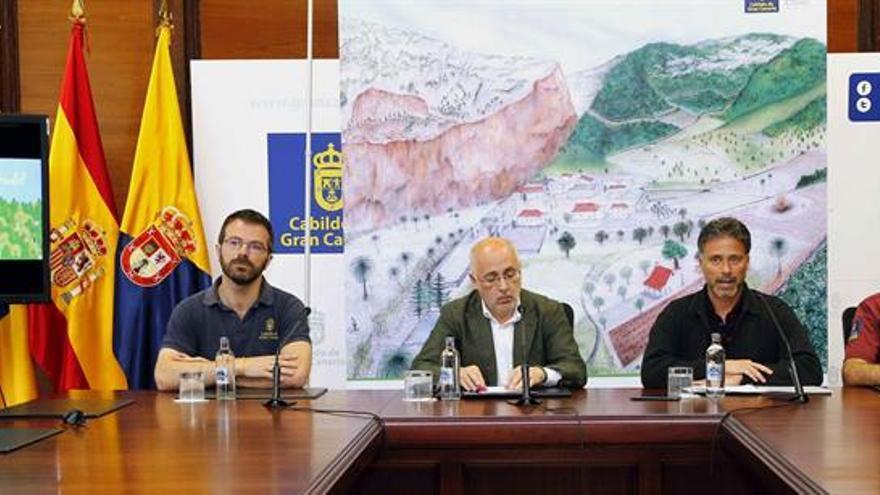 El presidente del Cabildo de Gran Canaria, Antonio Morales (2i), y el consejero de Medio Ambiente, Miguel Ángel Rodríguez (2d).