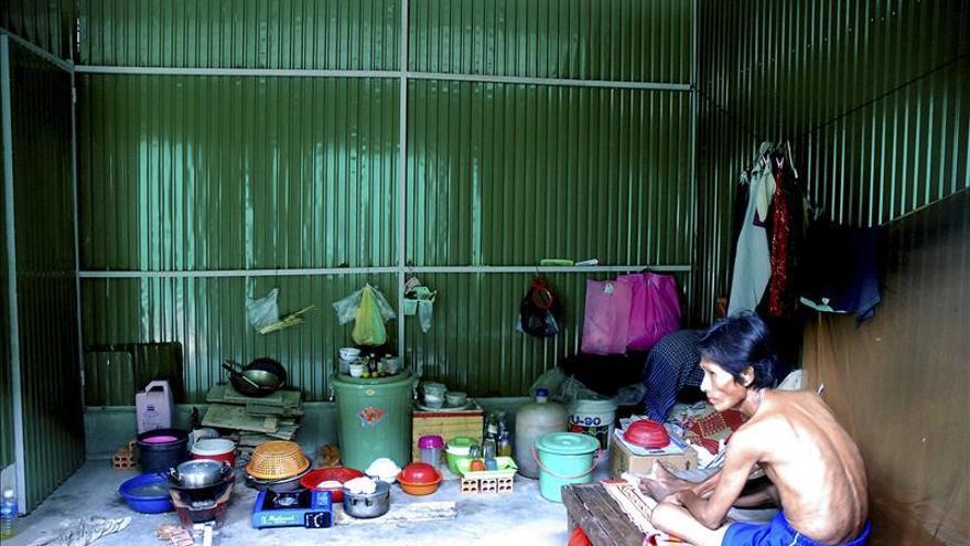 Condenan a 25 años a un médico que infectó a centenares de camboyanos con el VIH