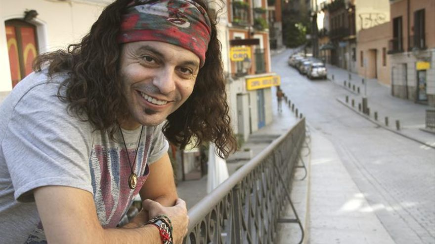 """El Arrebato regresa con """"traje nuevo"""" para su disco """"Músico de guardia"""""""
