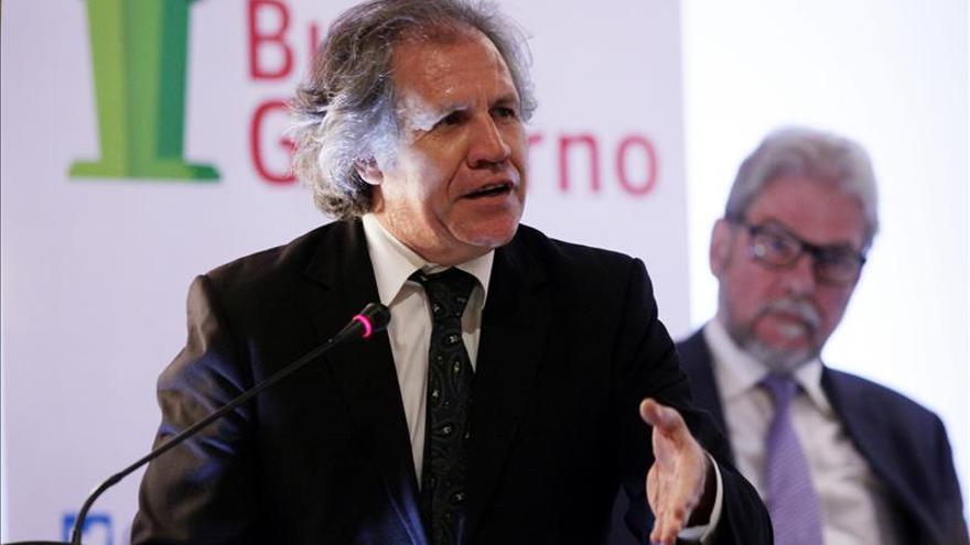 """Almagro felicita a Guatemala por salir de la crisis por la """"vía institucional"""""""
