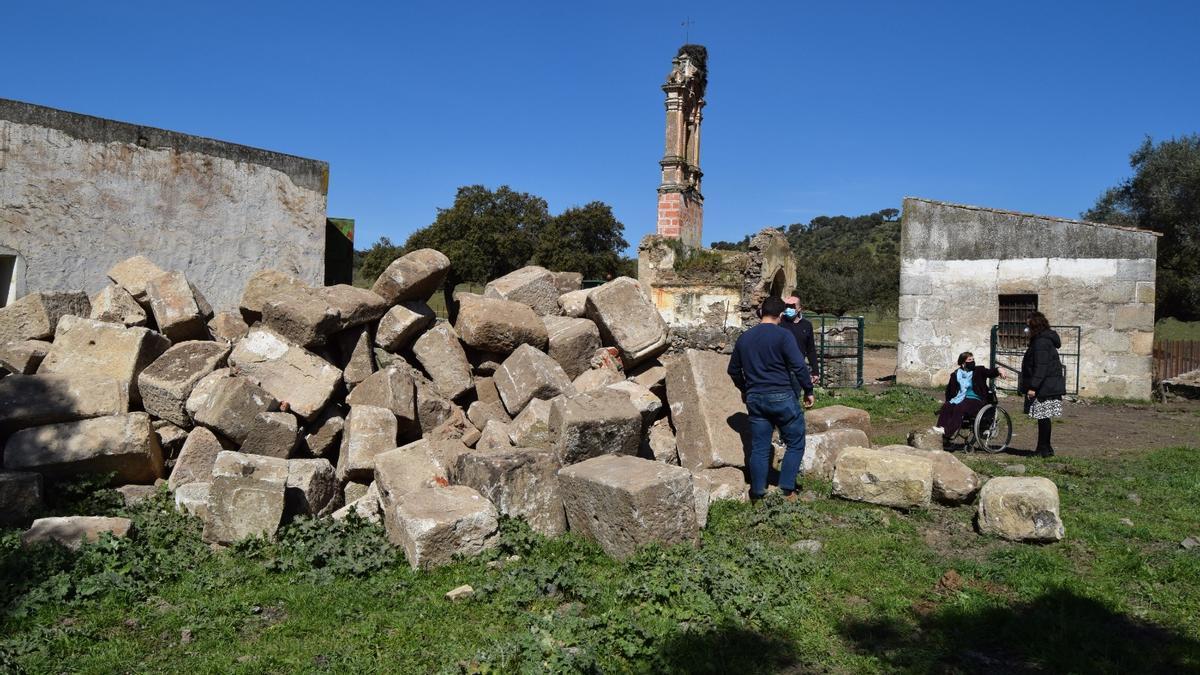 Visita de los técnicos municipales para elaborar el informe que han trasladado al Seprona