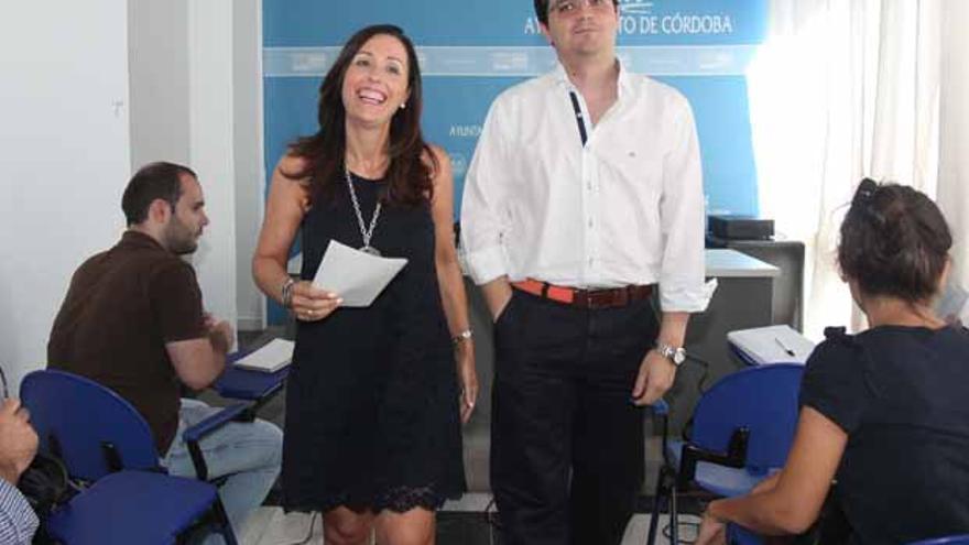 Los concejales Sousa y Bellido tras rueda de prensa. Fotografía: Rafa Madero Cubero