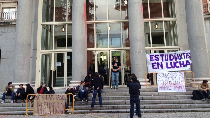 Fachada del rectorado de la Universidad Complutense de Madrid, donde permanecen encerrados un grupo de alumnos