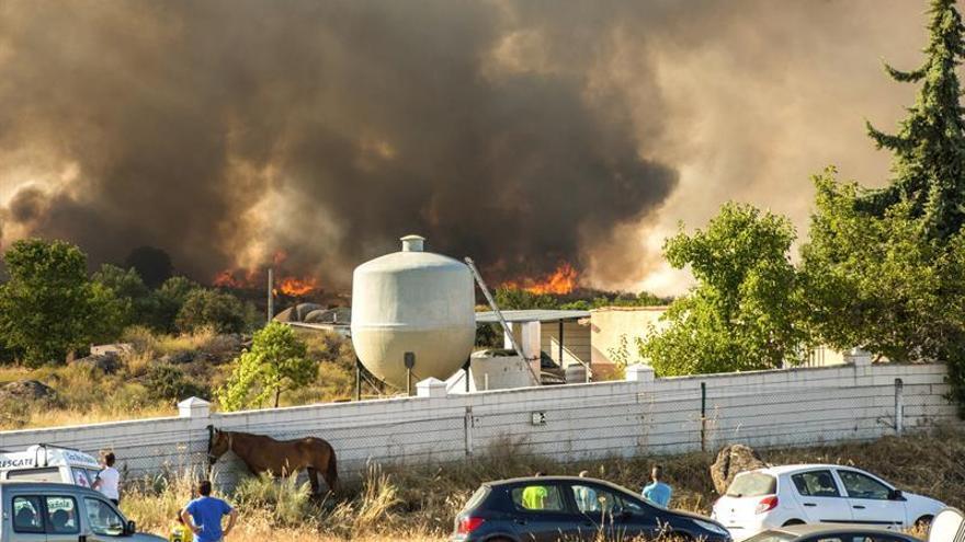 Los vecinos desalojados a causa del incendio de Cáceres regresan a sus casas