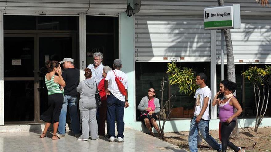 Cuba dice que aún no puede hacer operaciones bancarias con el dólar