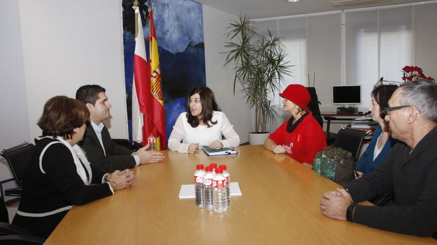 Reunión de la consejera de Sanidad con los miembros de la Plataforma de Afectados por la Hepatitis C de Cantabria