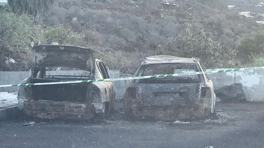 Estado de los vehículos tras la extinción de las llamas.