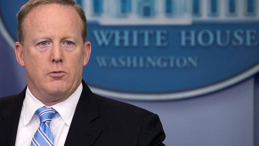 Sarah Huckabee Sanders sustituirá a Spicer como portavoz de la Casa Blanca