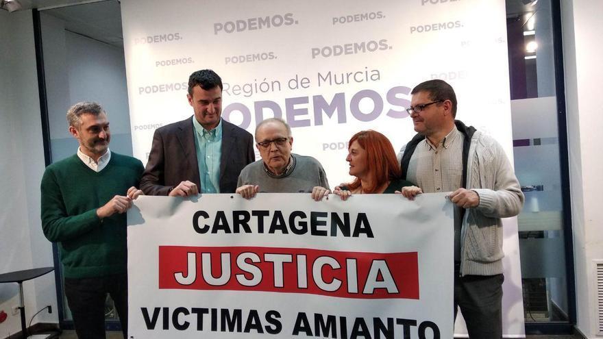 Los dirigentes de Podemos reclaman justicia para las víctimas del amianto