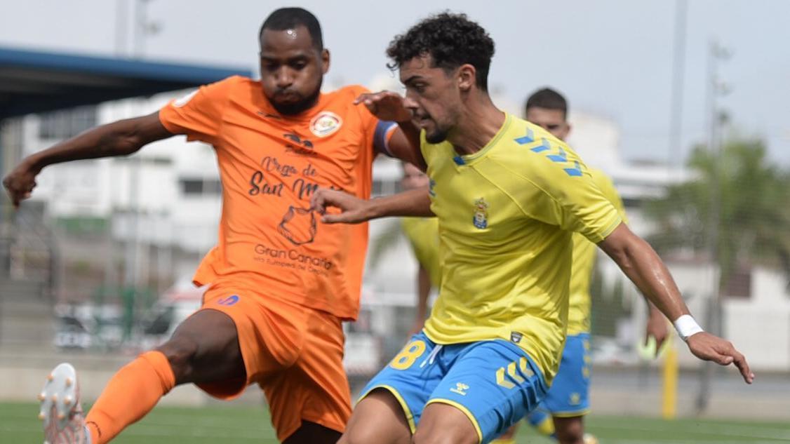 Acción del partido en el Anexo Estadio de Gran Canaria