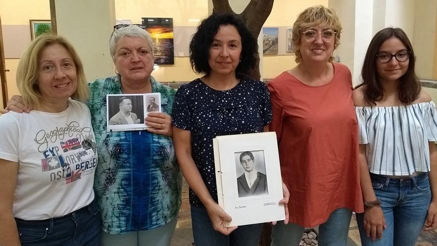 Las nietas de 3 de los ejecutados en el cementerio de Gandia
